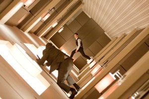 Inception-Joseph-Gordon-Levitt-Walking-on-Walls-12-4-10-kc