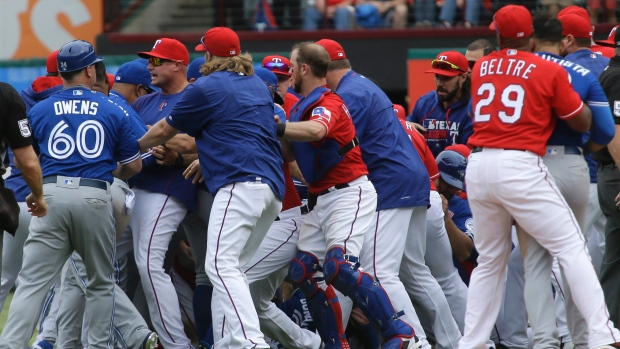 blue-jays-rangers-brawl